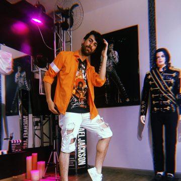 Kauerlima In Hostel Michael Jackson