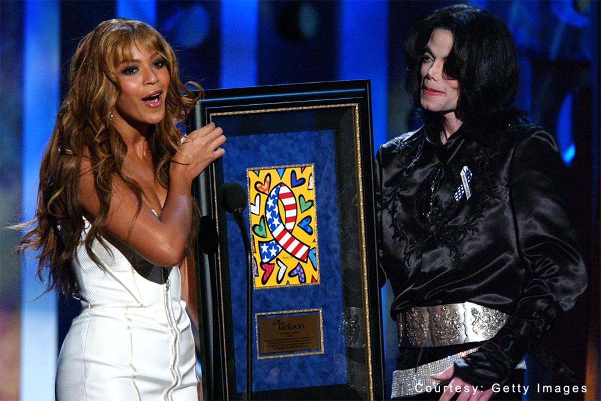 Beyoncé presenting the humanitarian award to Michael at the 2003 Radio Music Awards