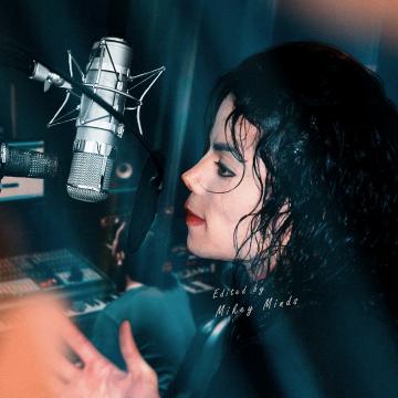 Michael Jackson in recording studio