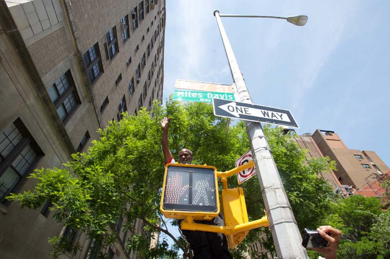 Miles Davis Way Unveiled In New York City (May 26, 2014 – Photo 28)