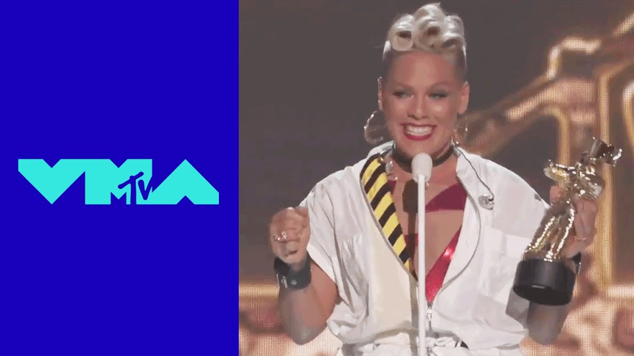 P!nk Accepts the 'Michael Jackson Video Vanguard Award' 2017 MTV VMAs