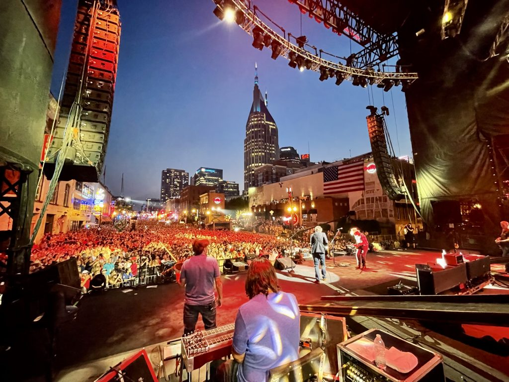 Brad Paisley Celebrates July 4th With 350,000 of His Friends in Downtown Nashville (Audio)