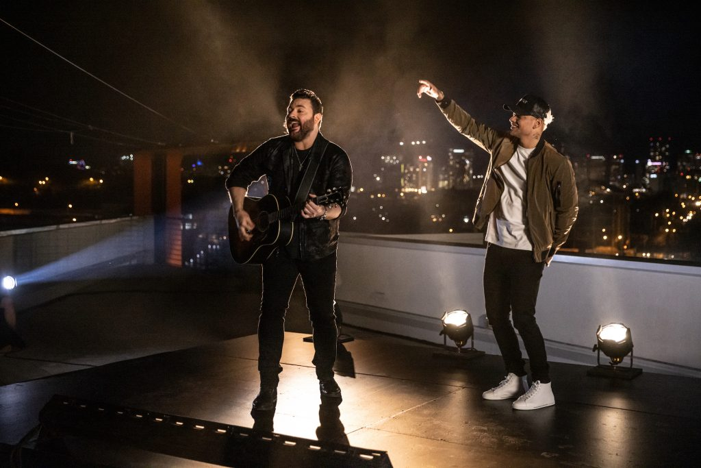 """CHRIS YOUNG & KANE BROWN TOP THE CHARTS WITH """"FAMOUS FRIENDS"""" (Audio)"""