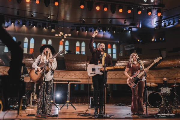 """CAIN ANNOUNCES NEW ALBUM, RISE UP, OUT MAY 7; Trio Drops Latest Single And Music Video With """"Yes He Can"""" – Available Now!; Currently On The Road With Zach Williams' Drive-In Tour"""