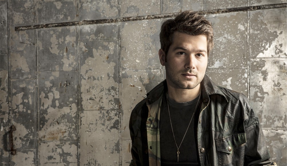"""BEN GALLAHER CELEBRATES FANS ACROSS AMERICA IN LYRIC VIDEO FOR """"EVERY SMALL TOWN"""""""