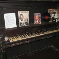 rj_blues_museum_piano