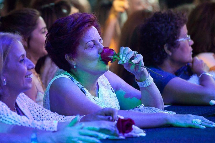 Maria Vitoria Santos Avino – Essa rosa eu ganhei no show de Las Vegas-6/9/2014 - Essa rosa eu ganhei no show de Las Wegas em 6 de setembro de 2014