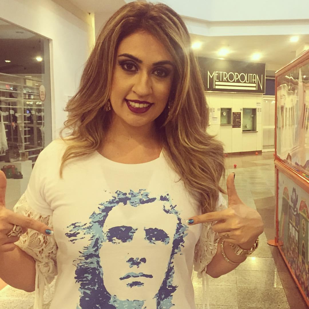 Luana Marcelle – Quem ama veste a camisa… amo! - Quem ama veste a camisa... amo!