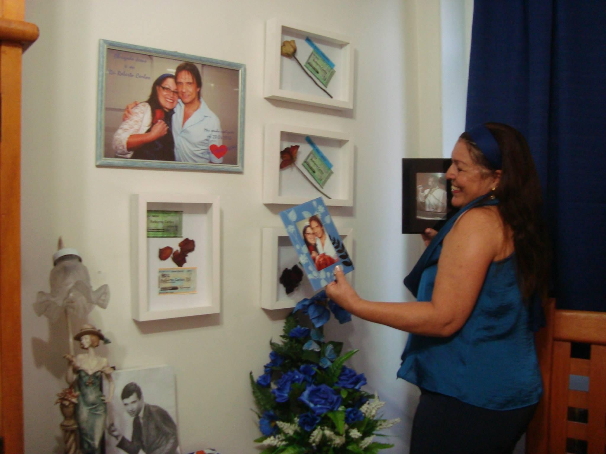 Malvina de Souza Carriço – Cantinho Especial do meu quarto dedicado as rosas que ganhei de RC - Cantinho Especial do meu quarto dedicado as rosas que ganhei do Rei Roberto Carlos