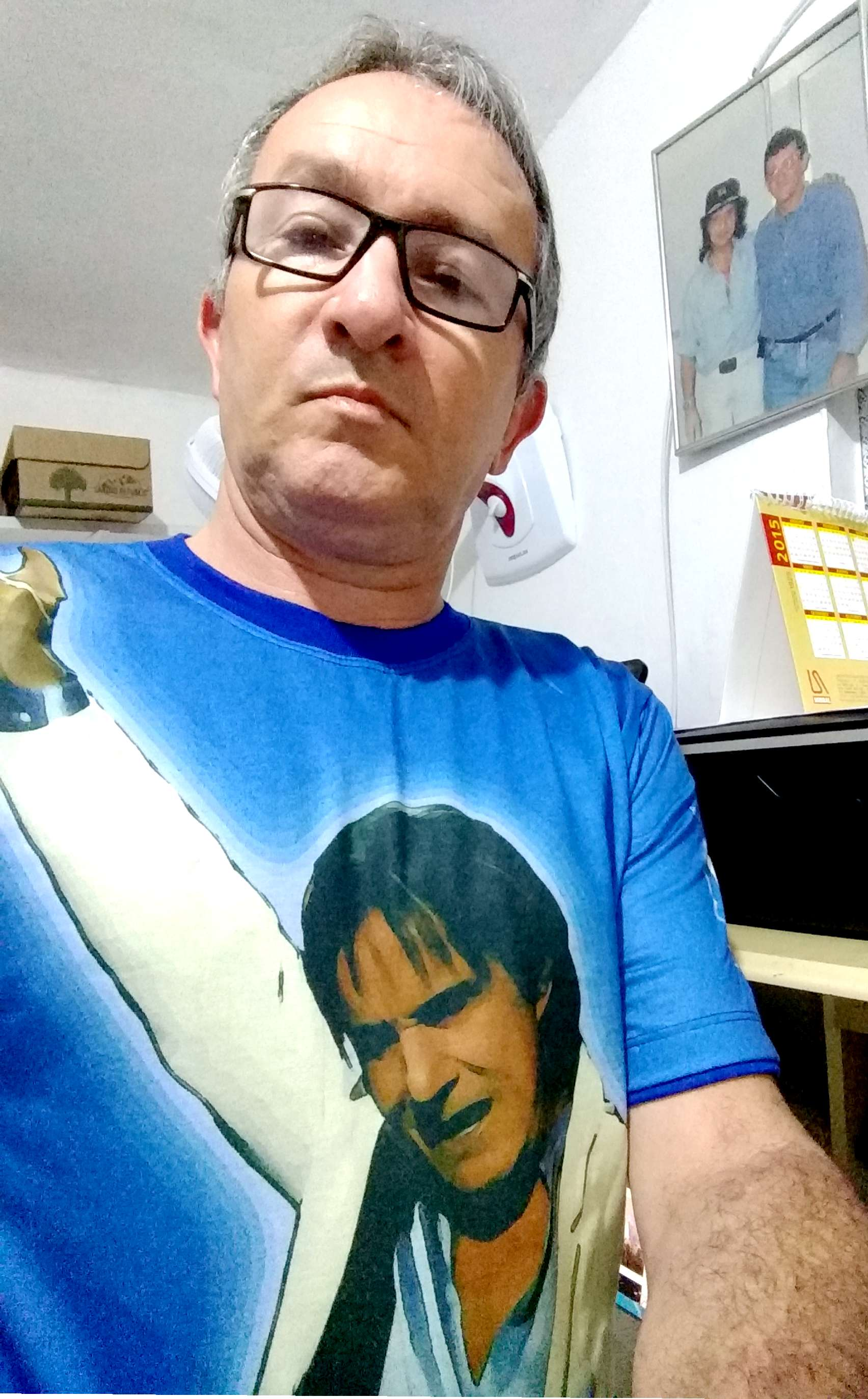 francisco de Assis de sousa brito - camisas que tenho em homenagem ao roberto carlos