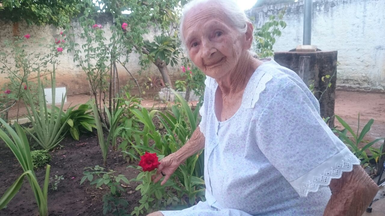 Francisca maria e carmen raquel - Sua fã de 94 anos que te ama muito e deseja te ver