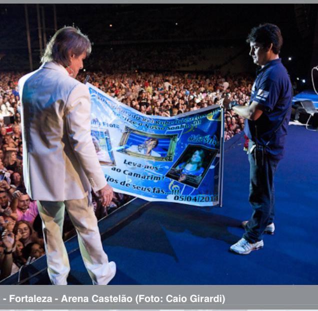 Mazé Silva - Roberto segura e contempla o Banner que o dediquei