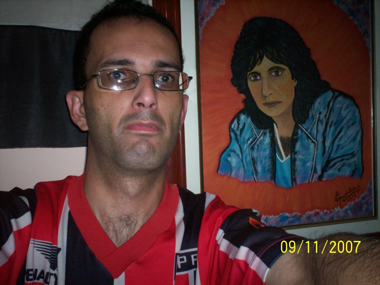Carlos Roberto Moreira Gomes - Eu com o Quadro do Roberto Carlos