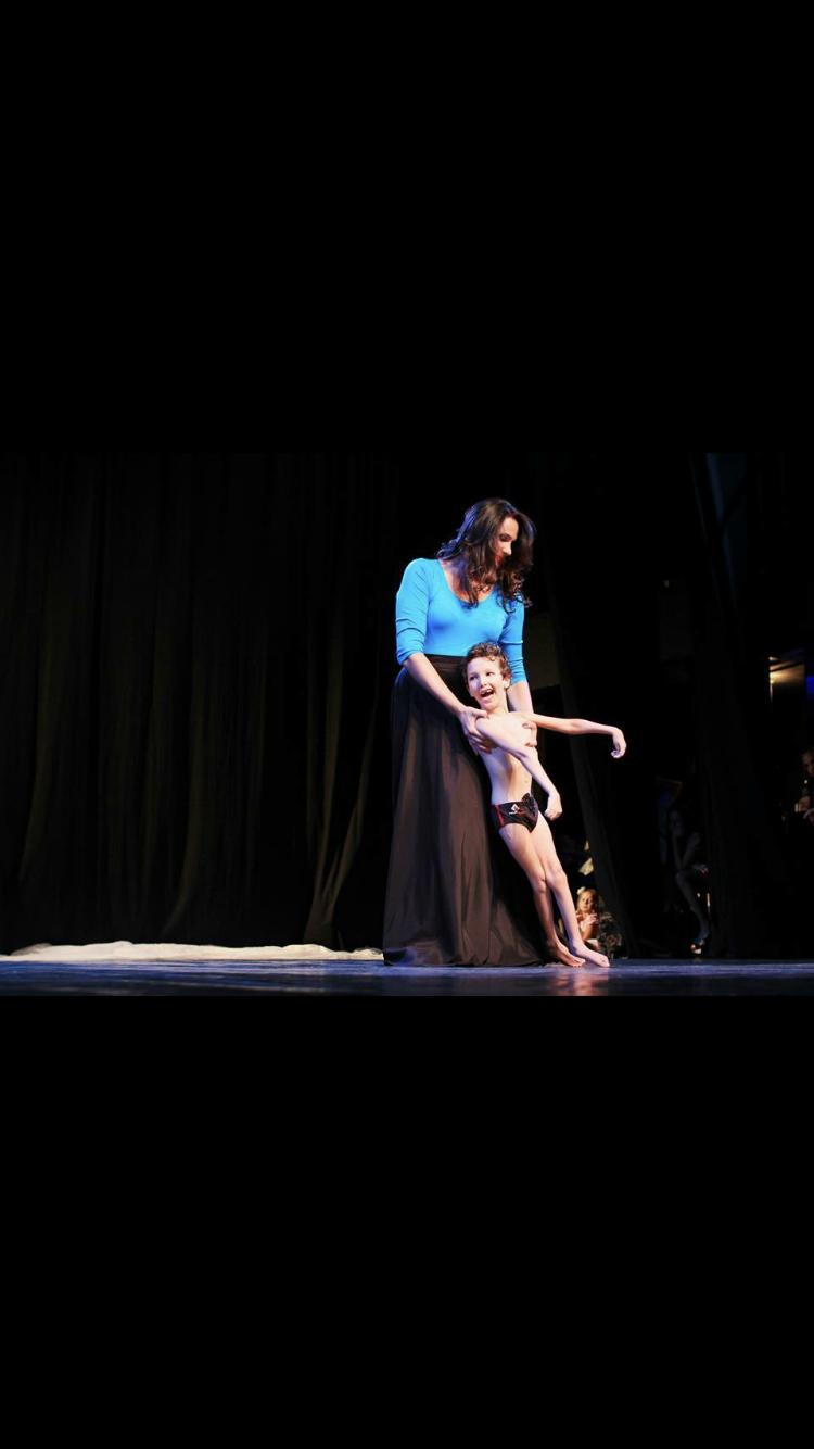 Karolina - Dançamos como é grande o meu amor por vc !