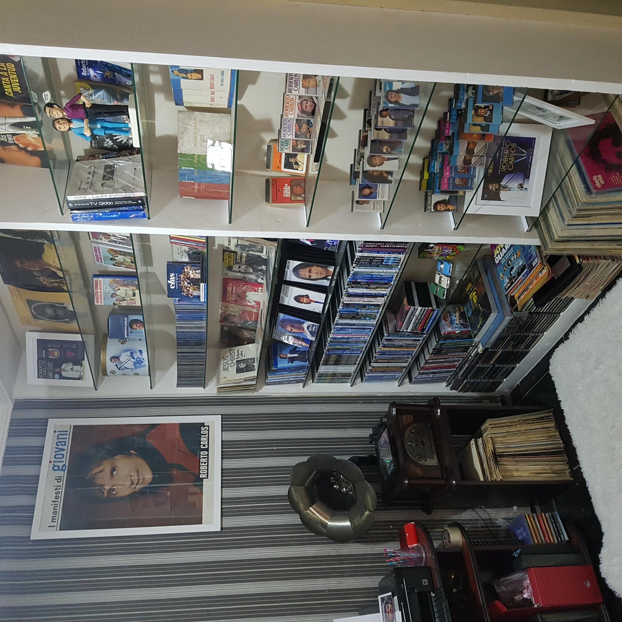 Francisco Ismael Salvador Rodrigues - Meu cantinho RC. Livros, lps, CDs, DVDs, k7, etc.
