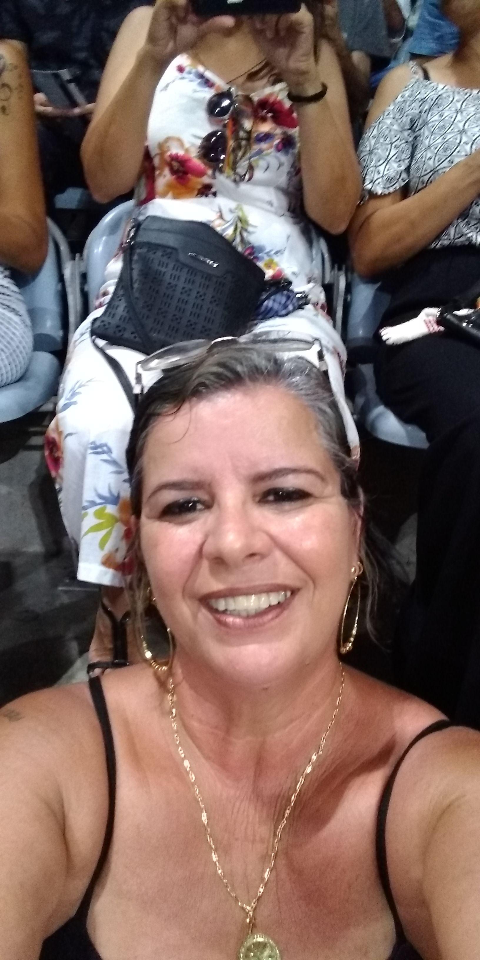 Mônica Navas Rosa - Todos os anos junto dinheiro ,para mesmo que de lo