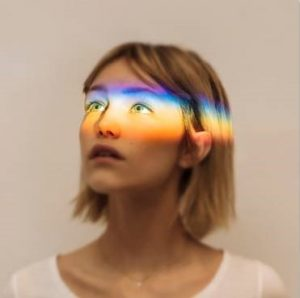 "GRACE VANDERWAAL RELEASES NEW SINGLE ""CLEARLY"""