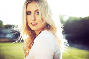 "RACHEL WAMMACK APPRECIATES ""ENOUGH"" WITH BRIGHT, NEW SINGLE TODAY"