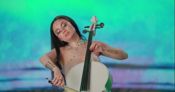 Tina Guo playing cello