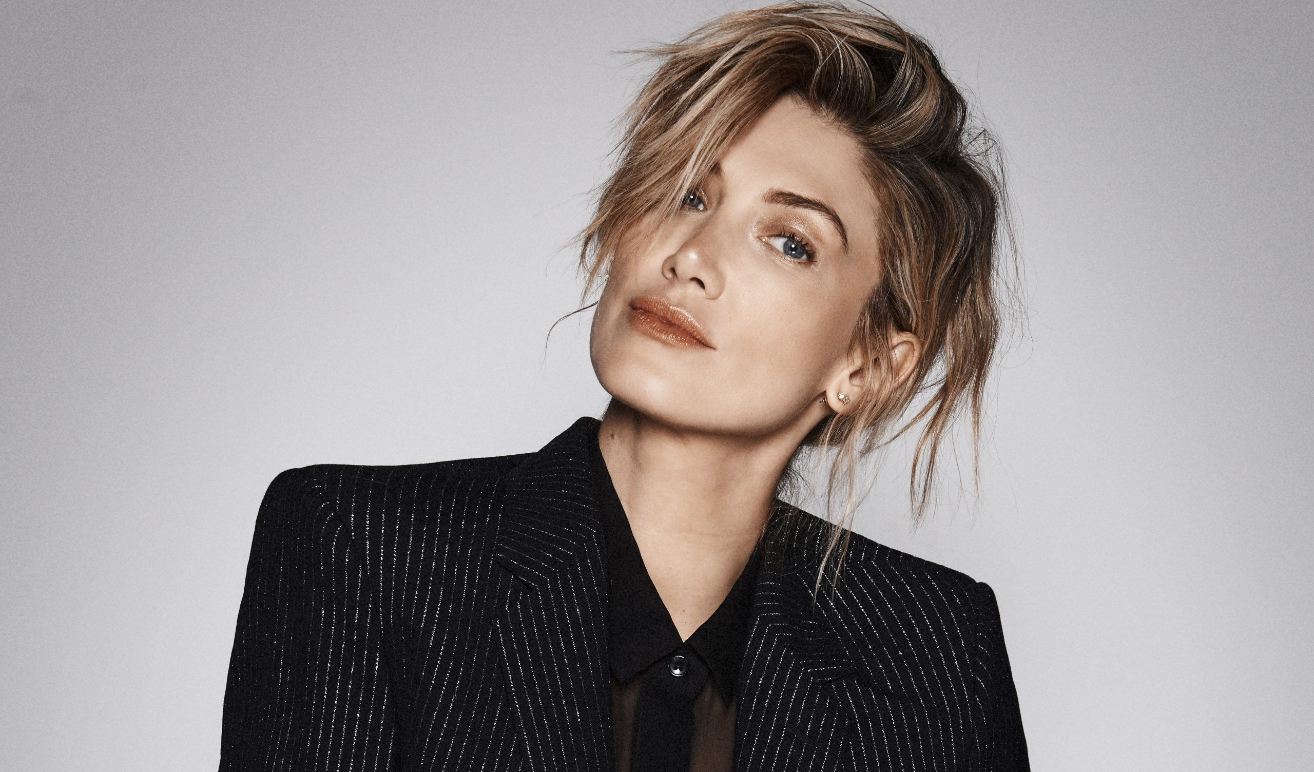 DELTA GOODREM RELEASES BRAND NEW SINGLE 'SOLID GOLD'