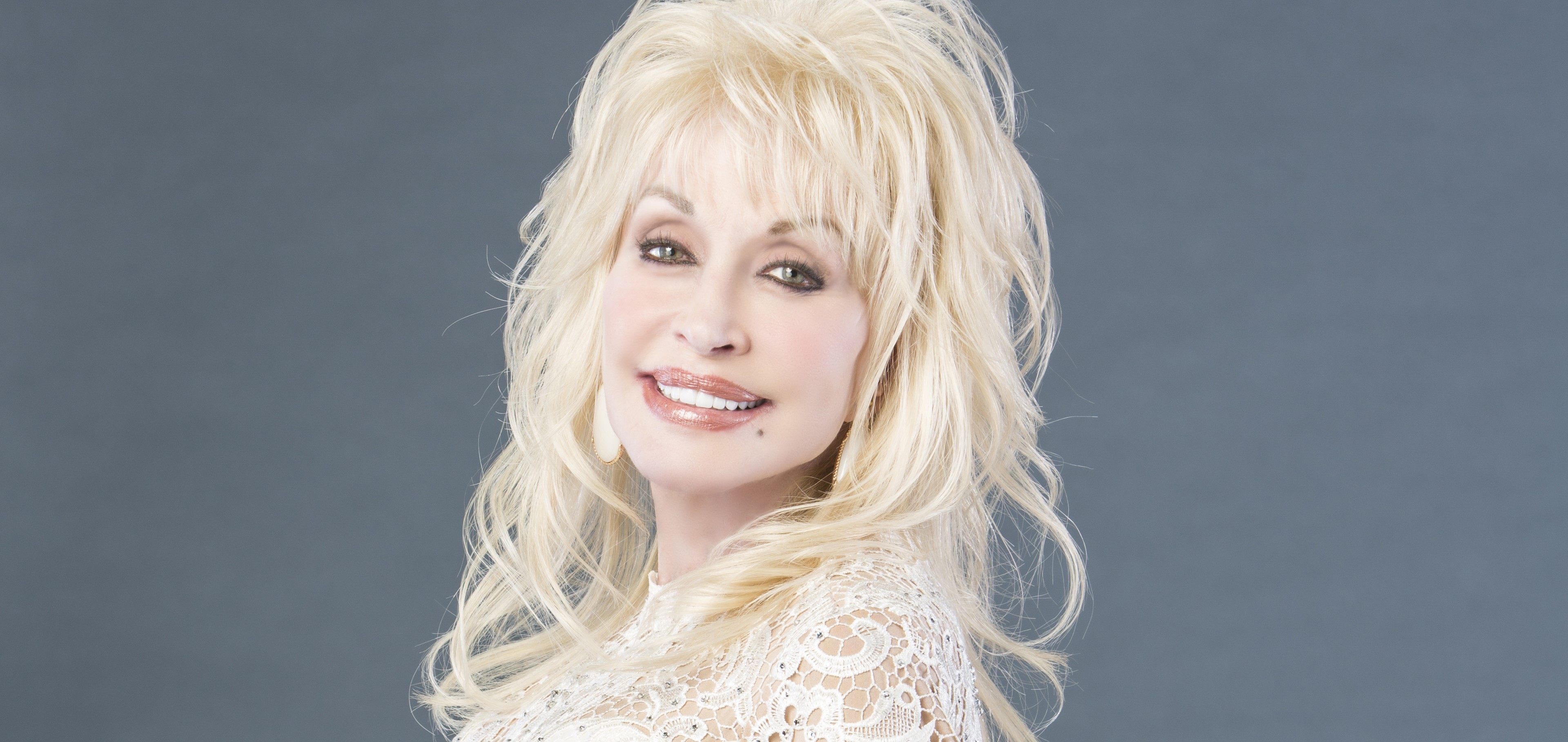 DOLLY PARTON'S 'PURE & SIMPLE' DEBUTS AT #1 ON THE  ARIA COUNTRY CHART!