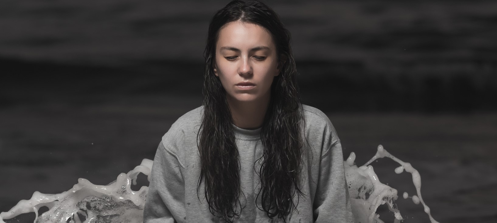 AMY SHARK RELEASES 'NIGHT THINKER' EP TODAY! STRAIGHT TO #1 ON ITUNES!