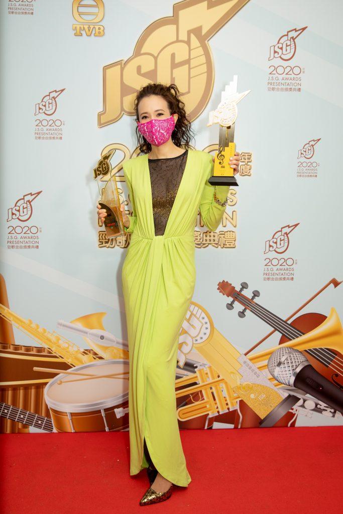 国际天后Karen莫文蔚 以《呼吸有害》横扫香港四大颁奖典礼成绩大满贯