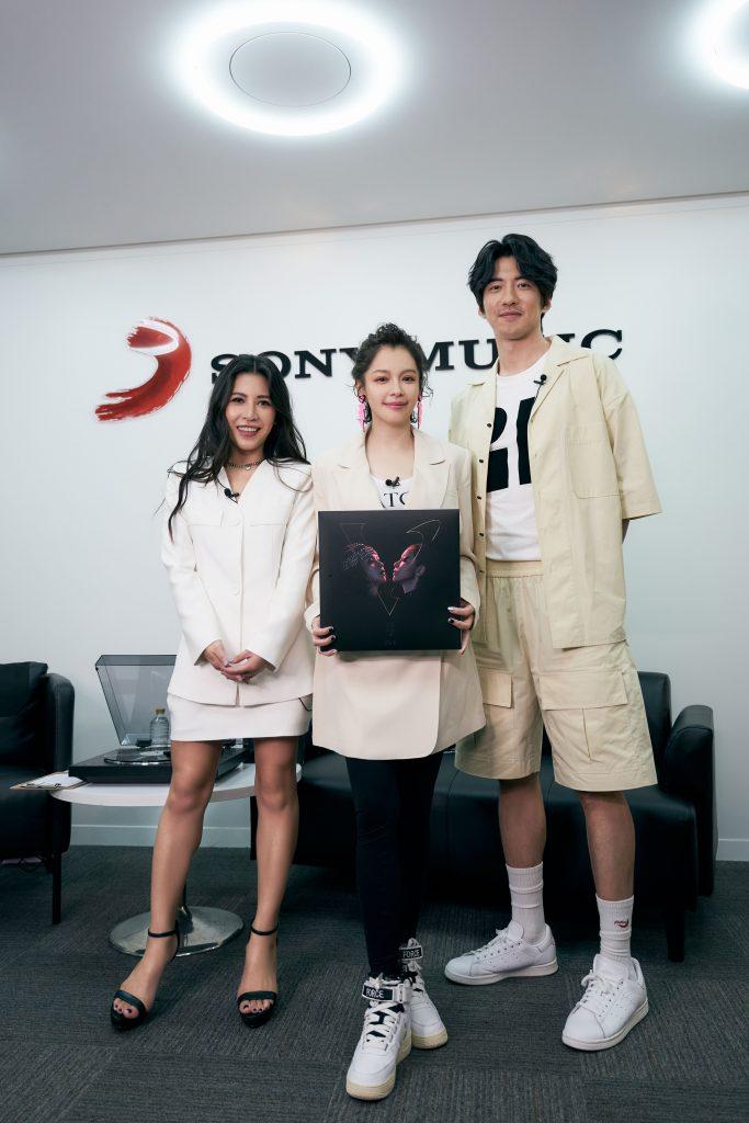 徐若瑄和艾怡良 傅孟柏首度碰面 展现超强默契 有志一同选择白色造型 三人大呼太神奇