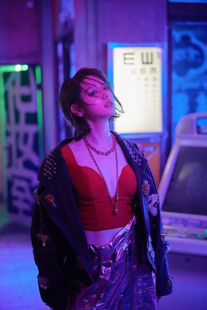 不败女神Vivian徐若瑄 发行全新洗脑神曲《甩》邀请大家一起活出帅气人生 6/8全球数字发行