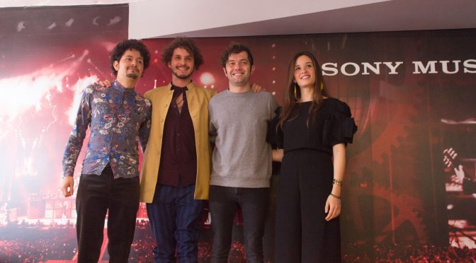 MONSIEUR PERINÉ FIRMA CON SONY MUSIC COLOMBIA