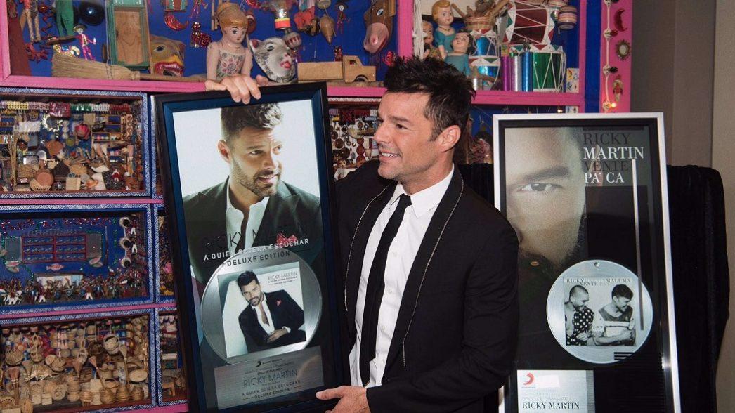 Ricky Martin entrega reconocimiento1