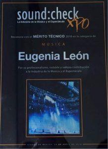 EUGENIA LEÓN RECIBE DOS IMPORTANTES RECONOCIMIENTOS