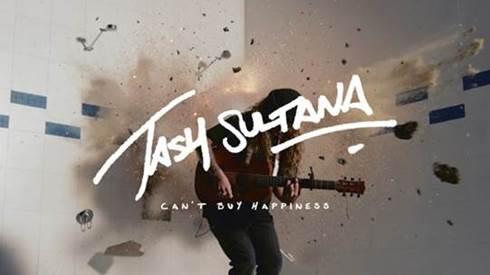 TASH SULTANA LANZA SU ESPECTACULAR NUEVA CANCIÓN 'CAN'T BUY HAPPINESS' JUNTO CON UN EXPLOSIVO VIDEO MUSICAL.