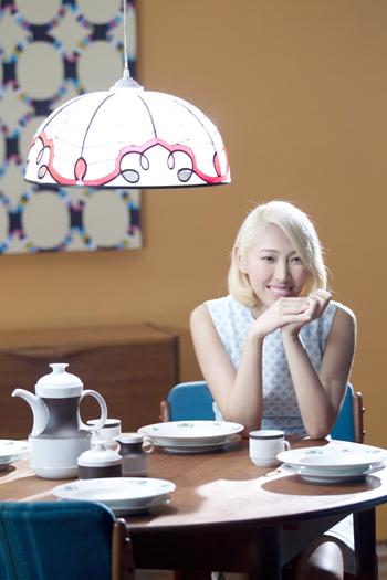 Joanna王若琳〈You and Me〉MV變身電玩製作人