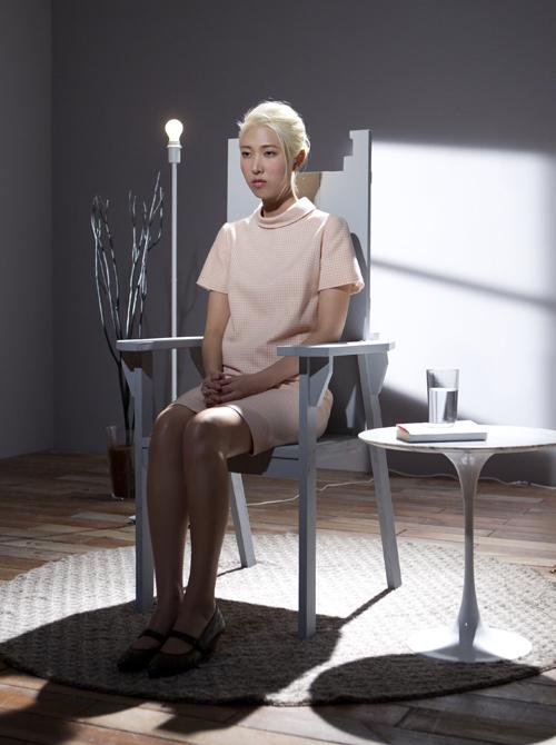 Joanna王若琳〈覺醒〉MV大過戲癮 演出失神上班族、民歌手、主持人等