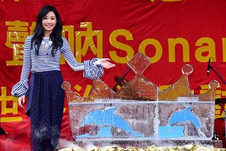 天生歌姬A-Lin新輯開紅盤人氣紅不讓 舉辦慶功簽唱會感謝歌迷 把簽唱會變成小型音樂會!