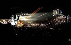 Malú pone en pie al público de Argentina y Chile