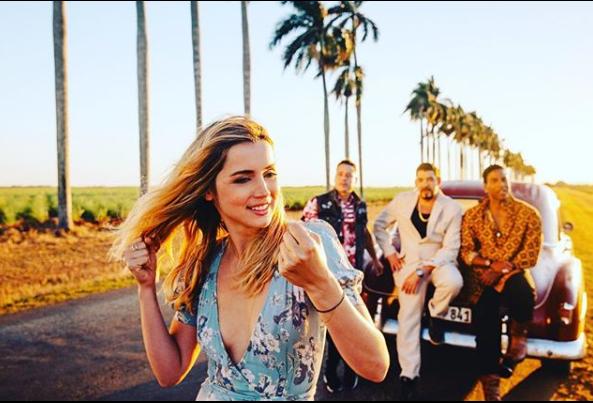 """La banda cubana Orishas desvela el videoclip de """"Everyday"""", protagonizado por ana de Armas"""