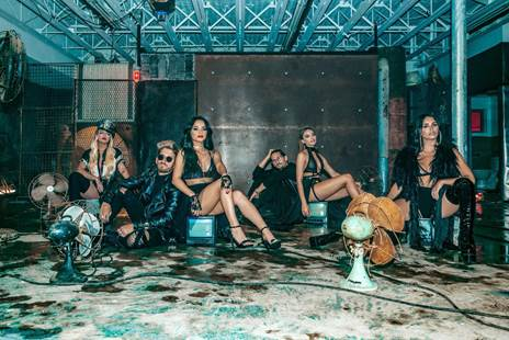"""Mau & Ricky lanzan su explosivo nuevo remix de """"Mi mala"""" con las figuras latinas del momento Karol G, Leslie Grace, Becky G y Lali"""