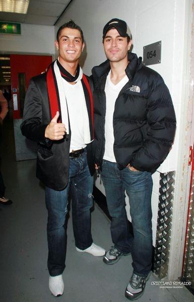Enrique Iglesias y Cristiano Ronaldo se unen para ayudar a niños con cáncer