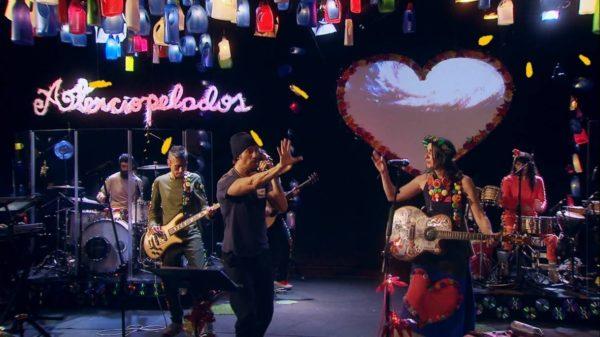 """Aterciopelados y Macaco juntos en """"Luz Azul"""", primer avance del nuevo CD+DVD en directo de la mítica formación de rock alternativo"""