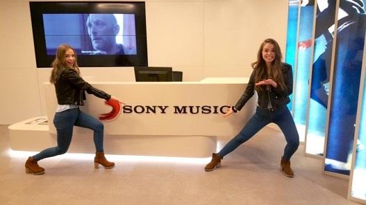 Sony ficha a Twin Melody, las gemelas vascas que arrasan en Internet y en los Talent Shows