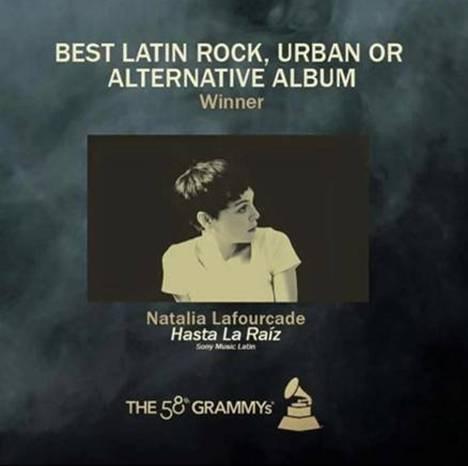 bbd1df6417 Natalia Lafourcade recibe un Grammy por su álbum