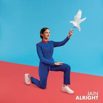 "La artista francesa de fama internacional, Jain, lanza su nuevo single ""Alright"""