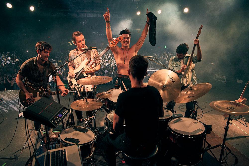 """DVICIO continúan imparables con la gira """"Qué tienes Tour"""""""