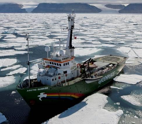 "Macaco actuará a bordo del barco de Greenpeace, ""Arctic Sunrise"" el 6 de junio en Bilbao"