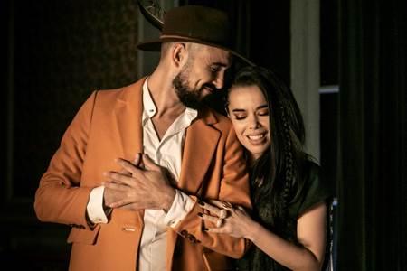 """El artista argentino Abel Pintos rompe """"El hechizo"""" junto a Beatriz Luengo"""