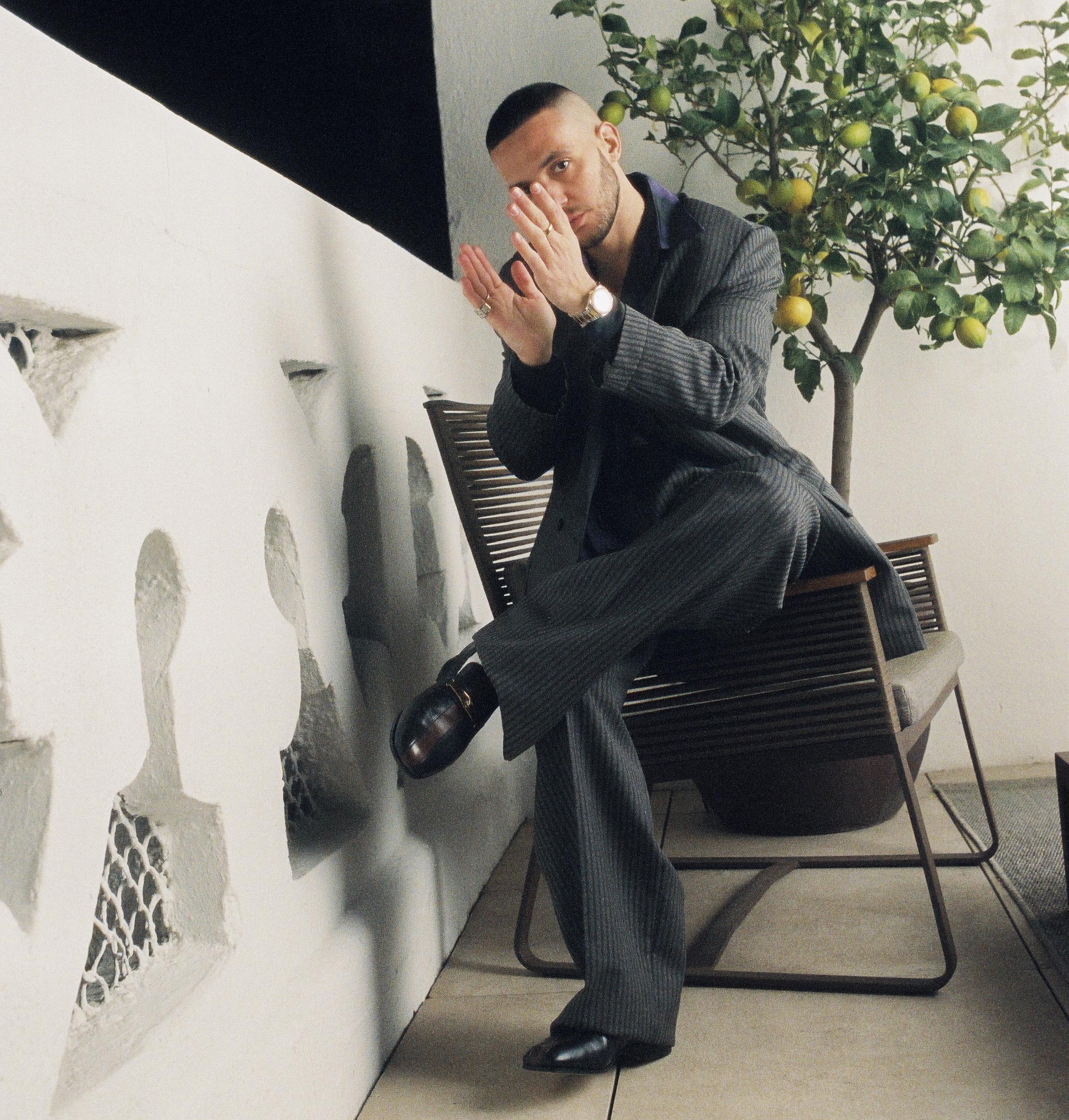 """C. Tangana pone música a la nostalgia en su nuevo single y videoclip """"Nunca Estoy"""""""