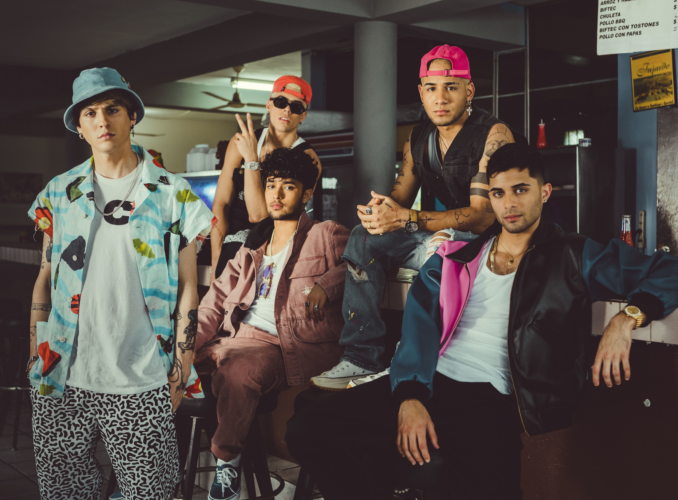 "CNCO se une a Natti Natasha en su nuevo single y vídeo: ""Honey Boo"""