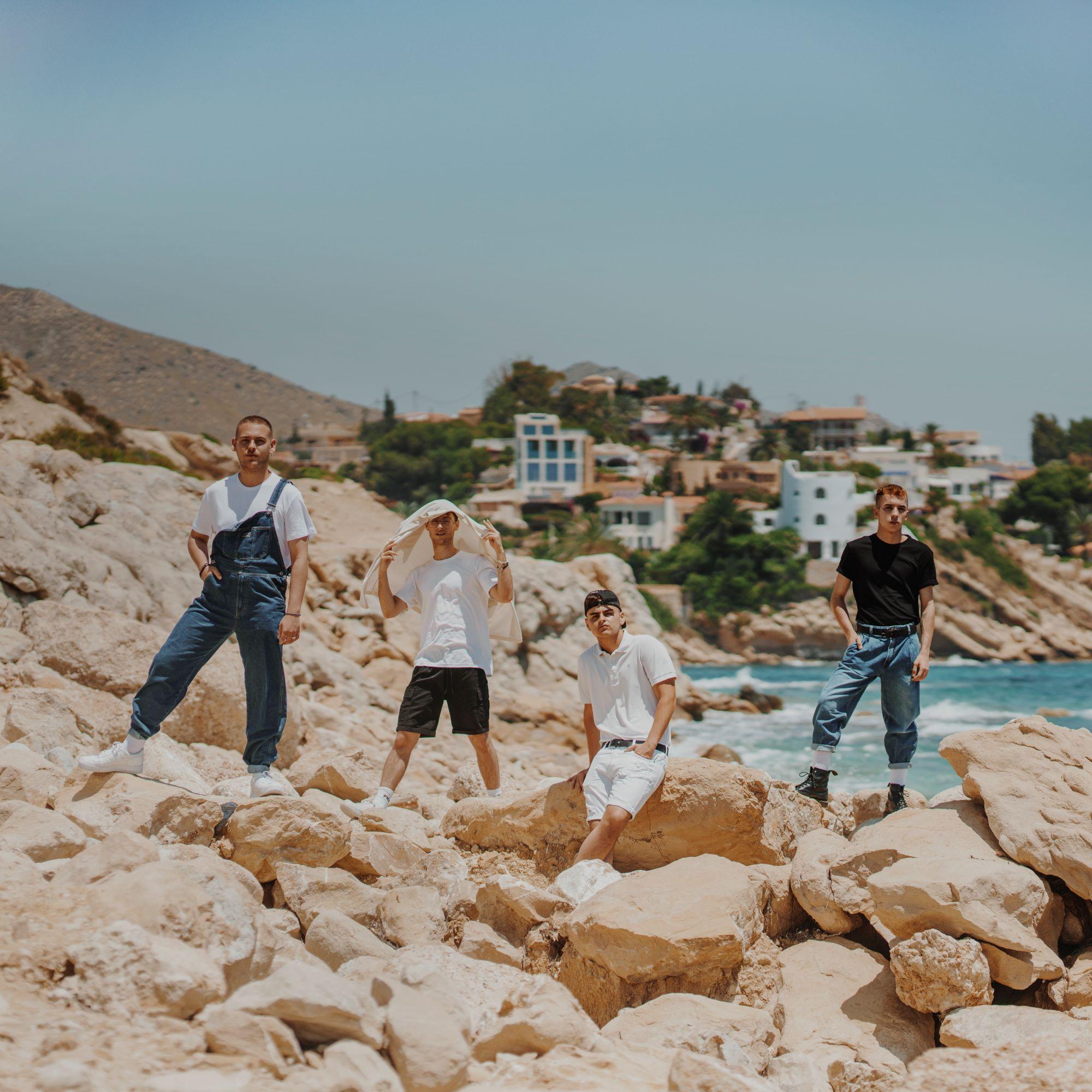 Hens lidera la nueva generación del pop urbano en 'Batmóvil Remix'